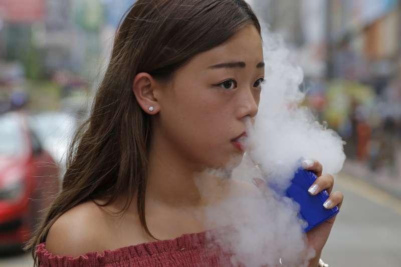 電子煙日益盛行,,吸菸有害健康(AP)