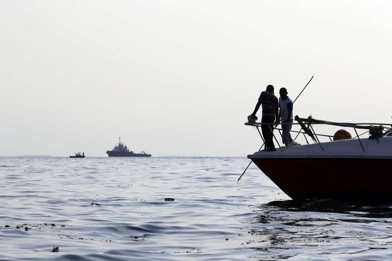 2018年10月29日,印尼獅子航空一架由雅加達飛往邦加檳港的班機墜毀大海,機上189人全部罹難,搜尋人員進行打撈(AP)