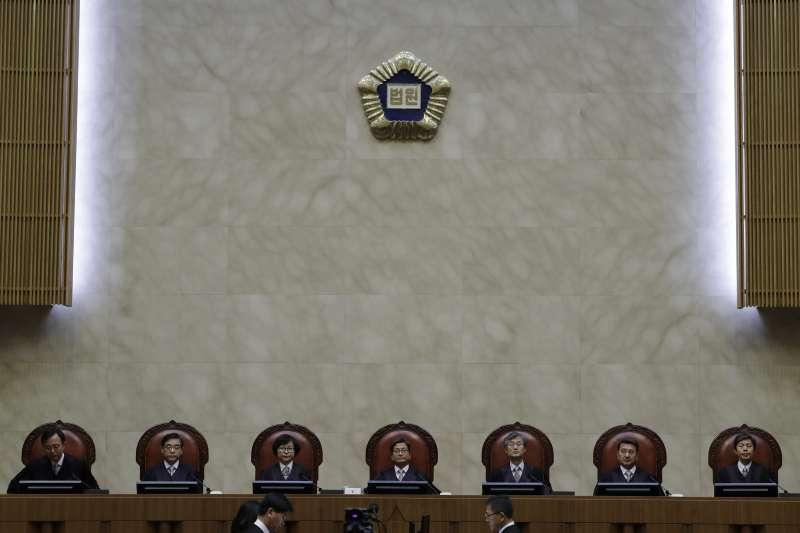 南韓最高法院30日判決,日本「新日鐵住金」公司須對二戰佔領期間強徵的4名南韓勞工,各賠償1億韓元(美聯社)