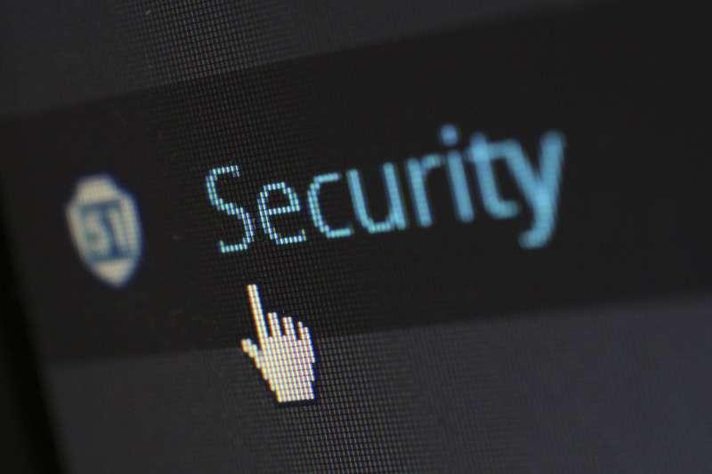 美國30日起訴10名中國籍人士,指這10人在5年期間入侵電腦、竊取美國和法國航太企業科技。(示意圖,取自pixabay)