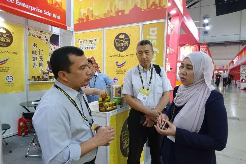 馬來西亞友誼及貿易中心沙鄔妲處長、伊斯蘭發展署官員與巴勒克公司會談。(圖/巴勒克清真產業公司提供)