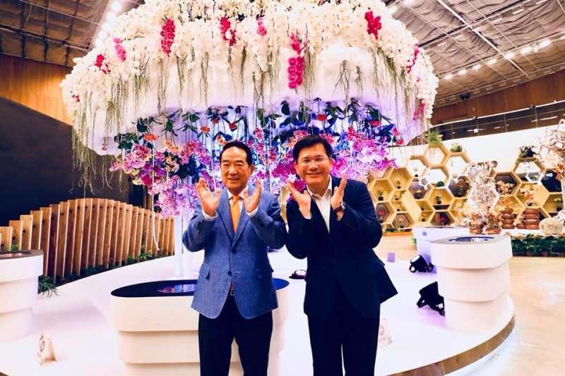 親民黨主席宋楚瑜2日南下參觀花博,和台中市長林佳龍同框。(取自卓冠廷臉書)