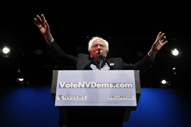 無黨籍的佛蒙特州聯邦參議員桑德斯推出「全民醫療保險方案」。(美聯社)