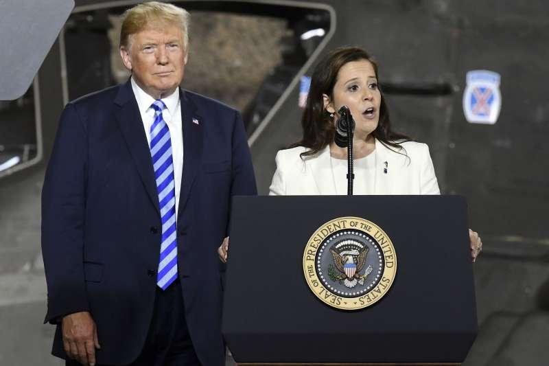 共和黨聯邦眾議院紐約州第21區議員史蒂芬妮克(Elise Stefanik)(右)。(美聯社)