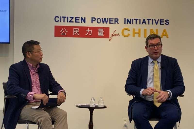 英國人權領袖羅傑斯在華盛頓非政府組織「公民力量」總部探討香港自由的消蝕和威權主義的崛起。(美國之音)