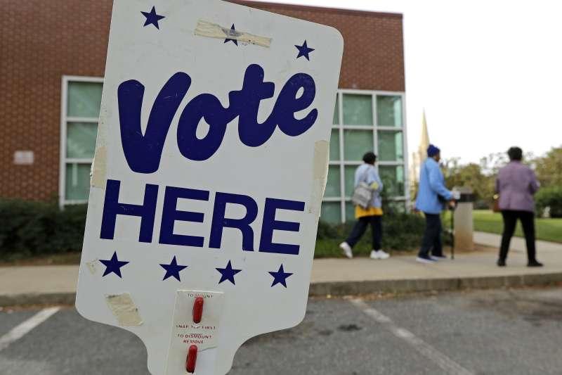 美國今年期中選舉將在11月6日登場,全美各地許多選民踴躍提前投票(美聯社)