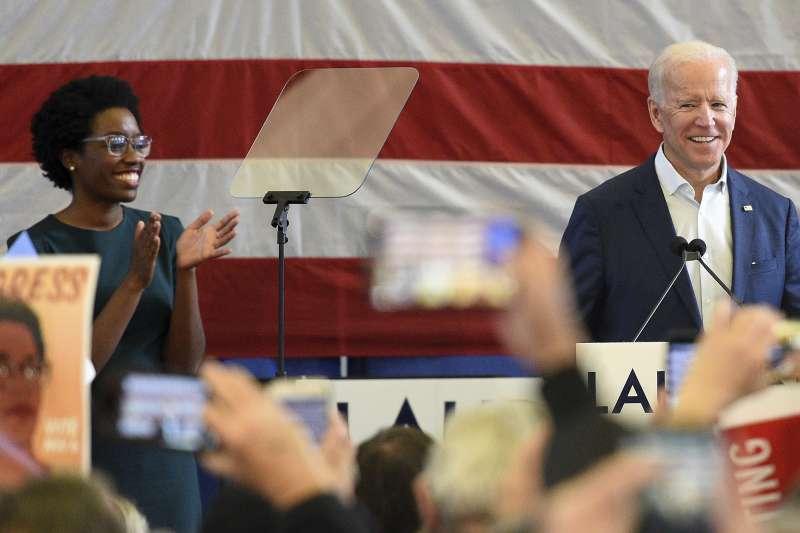 安德伍德代表民主黨角逐伊利諾州第14區眾議員,前副總統拜登站台支持。(美聯社)