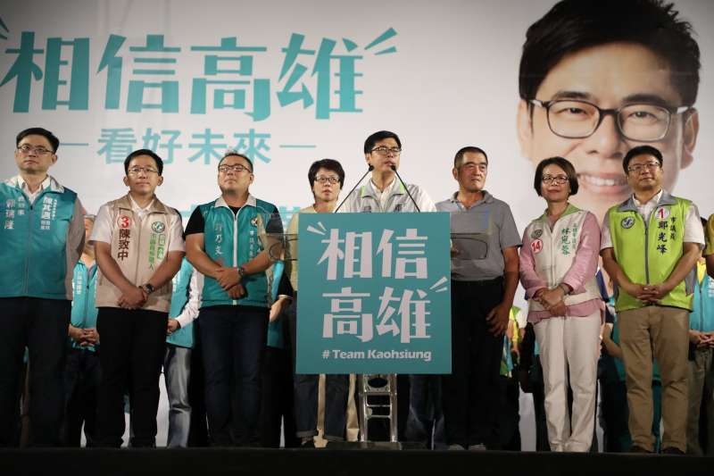 20181104_高雄市長候選人陳其邁(右四)在前鎮造勢。陳致中。(陳其邁辦公室提供)