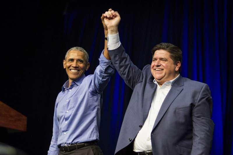 2018美國期中選舉超級星期天,前總統歐巴馬在伊利諾州為普立茲克造勢。(美聯社)