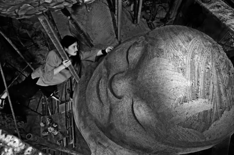 藝術家李真的作品融合東方佛教傳統與西方的雕塑技巧,創作出渾然天成的磅礡作品。(圖/台北亞洲藝術中心提供)
