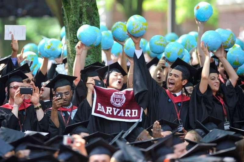 「談談自己有多特別」是名校面試必問、但台灣菁英學生很難達得好的問題。(示意圖/Harvard University@facebook)