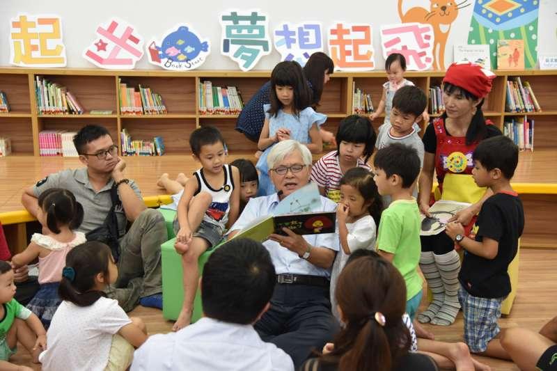 李進勇以教育六大面向爭取家長與關心教育者的支持連任。(圖/李進勇競選辦公室提供)