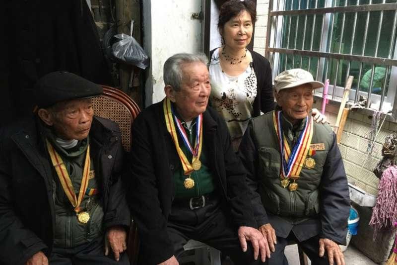 作者親訪三位依舊在世的中美合作所訓練營老兵。(張翎提供)