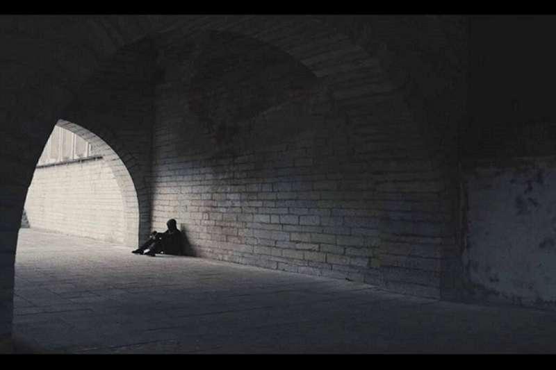 張翎以靈魂對話的敍事手法寫成《勞燕》,三個靈魂相約七十年後再聚,圍繞著讓他們生命交會的女子。(視頻截圖示意)