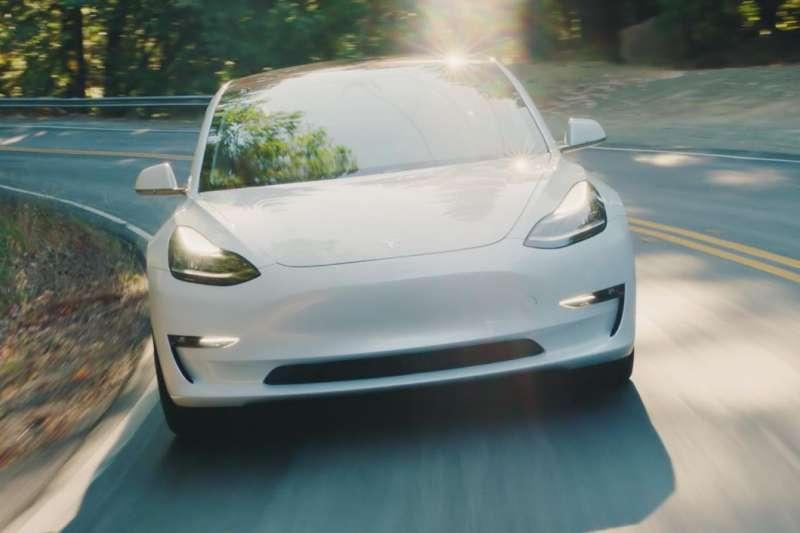 特斯拉(Tesla Inc.)在上週公佈獲利結果,執行長馬斯克(Elon Musk)樂觀表示,特斯拉「未來所有季度」都將有現金淨流入,讓投資人振奮不已。(取自特斯拉官網)