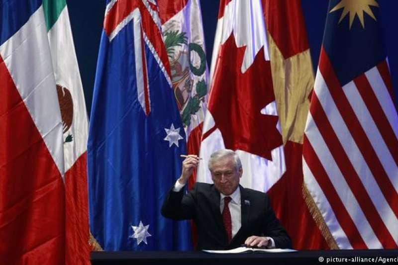 智利三月主持CPTPP大會,由智利外長穆尼奧茲(Heraldo Muñoz)代表簽署(德國之聲)