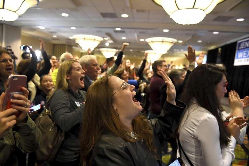 2018美國期中選舉11月6日投票,民主黨在聯邦眾議院頗有斬獲,支持者歡欣鼓舞(AP)