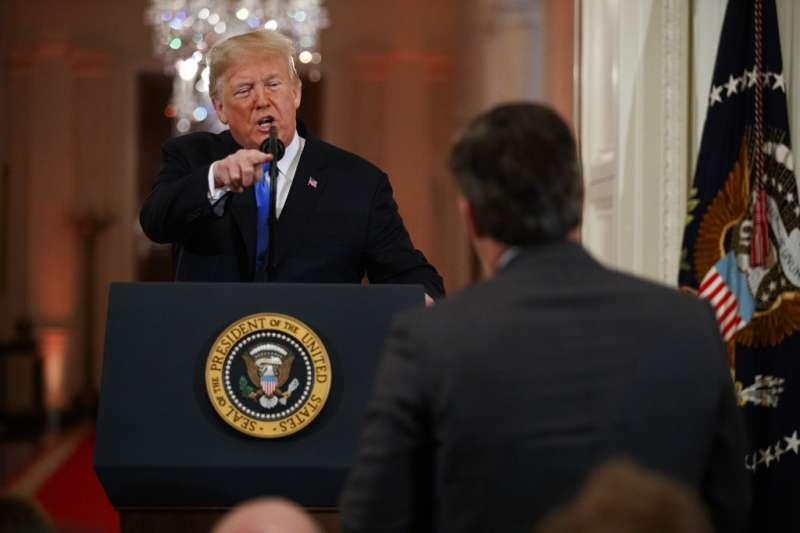 川普召開記者會期間怒罵CNN記者,引發爭議。(AP)