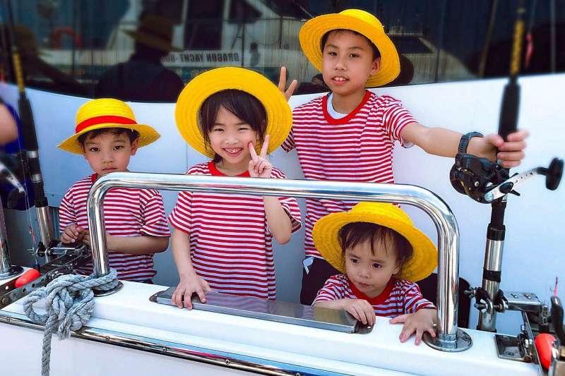 釣魚是歐美國家非常流行的親子活動之一,對兒童的身心靈都有非常多好處,但是台灣可以去哪釣?豪華遊艇為你打造最棒親子回憶!(圖/奧丁丁提供)