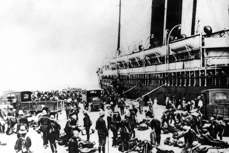 一戰百年:澳洲軍隊抵達埃及亞歷山大港,準備前往加里波利半島參戰(AP)