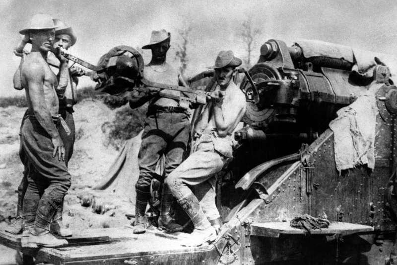 一戰百年:索姆河戰役前線作戰的澳洲砲兵(AP)