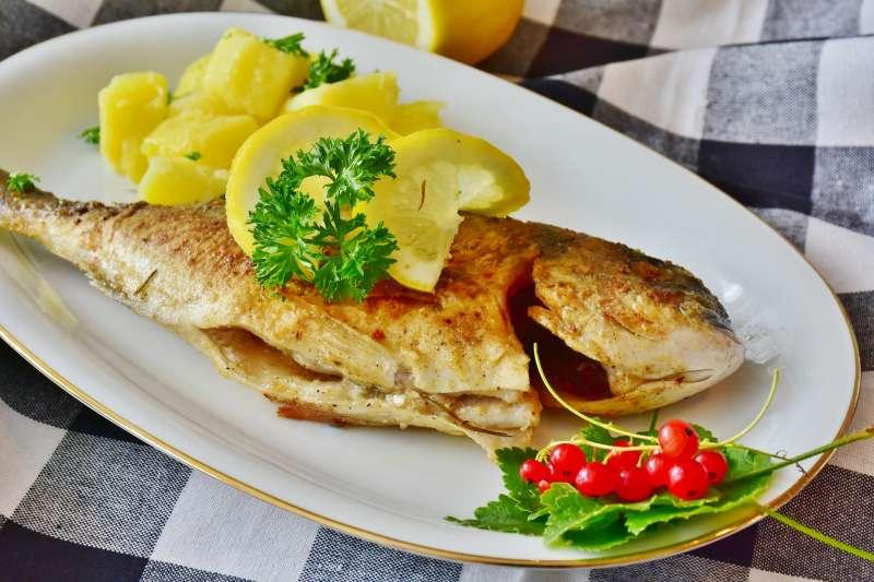 為什麼媽媽都說「吃魚會聰明」?(圖/pixabay)