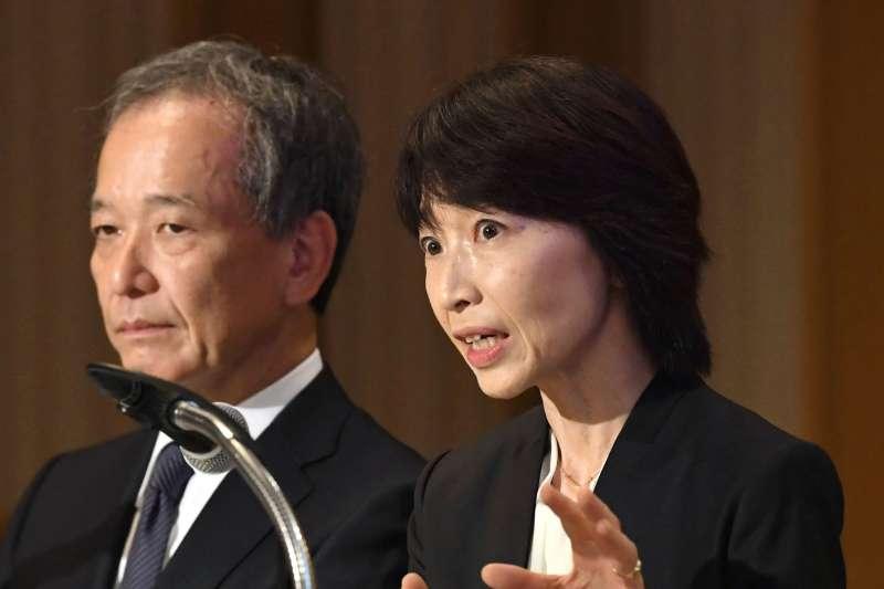 2018年11月7日,日本東京醫科大學校長林由起子(右)召開記者會,對該校長期打壓女考生道歉(AP)