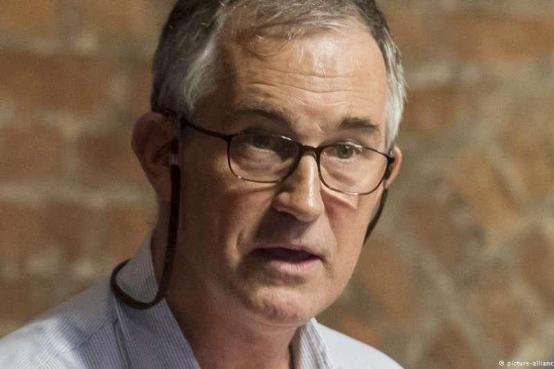繼上個月香港政府拒絕延長他的工作簽證後,金融時報資深編輯馬凱(Victor Mallet)11月8日在香港機場遭海關拒絕入境。(DW)