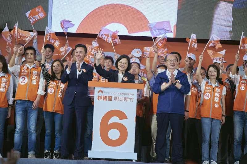 總統蔡英文10日晚間在新竹市替民進黨新竹市長林智堅站台時表示,新竹正在往前衝,中央一定跟新竹一起衝。(民進黨提供)
