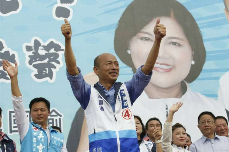 國民黨高雄市長候選人韓國瑜日前造勢時,高唱軍歌〈夜襲〉,引發人本教育基金會批評,根本是散佈仇恨意識、軍國主義的代表。(資料照,新新聞郭晉瑋攝)