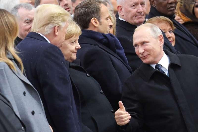 2018年11月11日,一戰終戰百年紀念大典,普京與川普互動(AP)