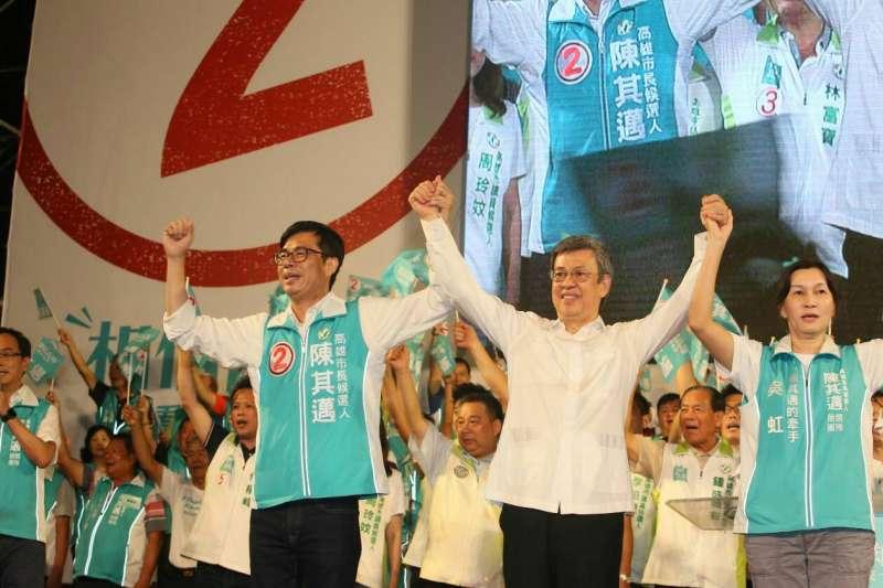 民進黨高雄市長候選人陳其邁11日晚上在高雄旗山、美濃大造勢。(攝影:新新聞柯承惠)