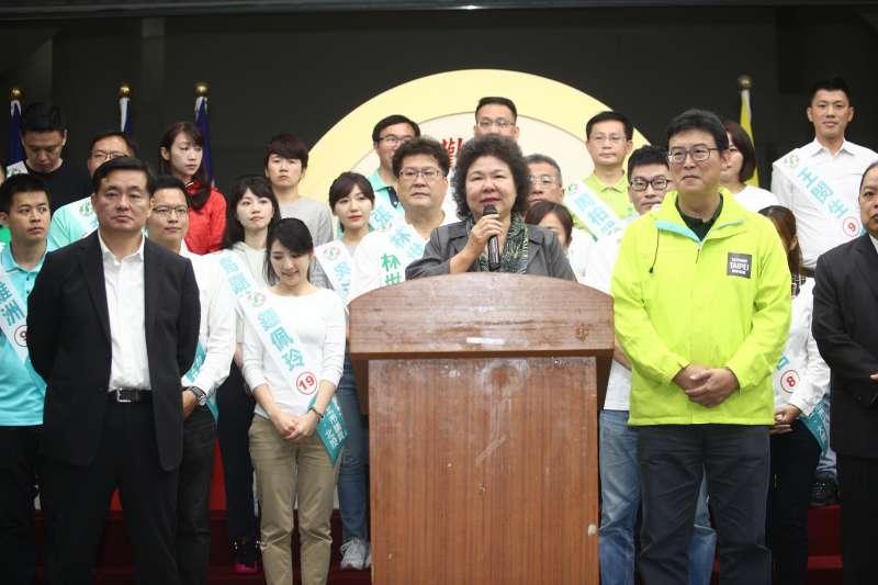 總統府秘書長陳菊、民進黨秘書長洪耀福今(12)日上午為與台北市長候選人姚文智及27位黨籍市議員候選人選同台。(姚文智辦公室提供)