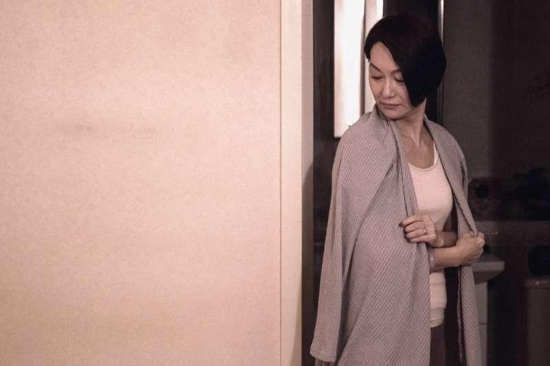 20181112_電影《翠絲》。惠英紅飾演姜皓文的妻子,是個性格保守的中產階級婦女。(雙囍電影提供)