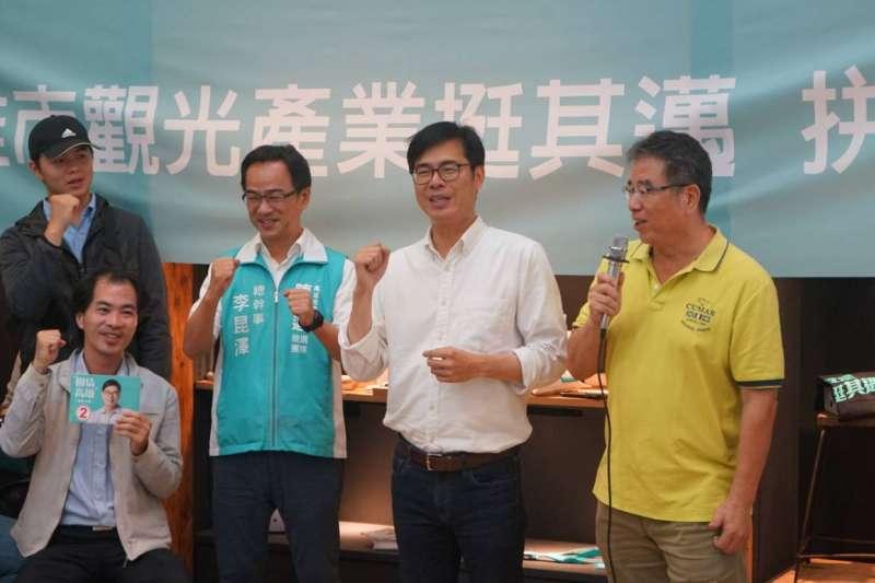 民進黨高雄市長候選人陳其邁(右二),下午出席高雄市「觀光產業挺其邁」拚觀光座談會。(民進黨中央提供)
