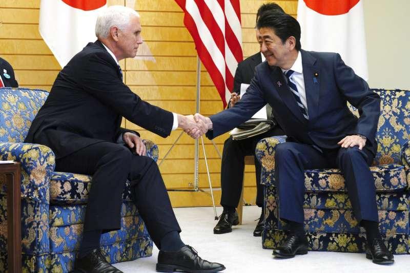 2018年11月13日,美國副總統彭斯訪問東京,會見日本首相安倍晉三。(AP)