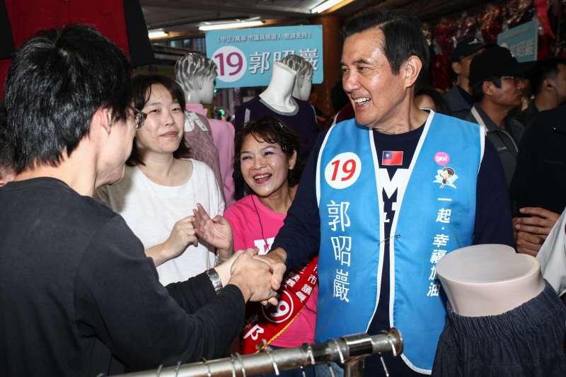 20181113-馬英九陪同台北市議員候選人郭昭巖大理商圈拜票。(蔡親傑攝)