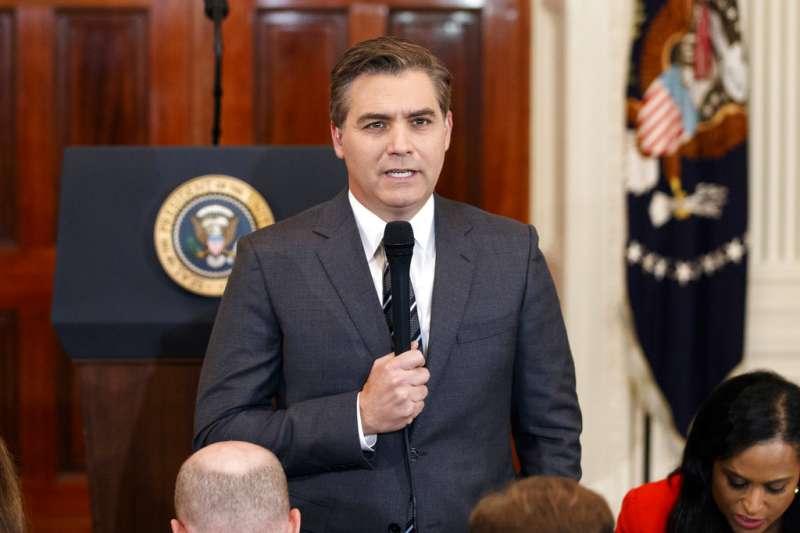 2018年11月13日,CNN記者阿科斯塔控告美國總統川普及5名白宮高層官員。(AP).jpg