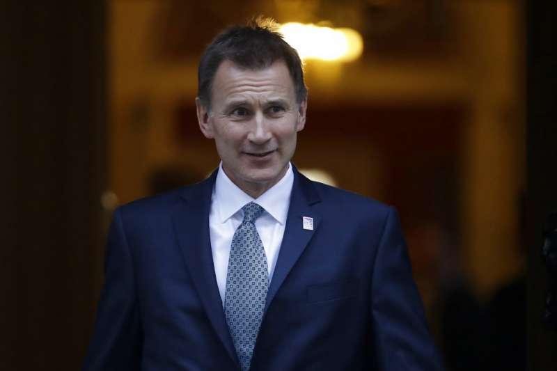 2018年11月13日,英國與歐盟談判代表終於就脫歐草案達成協議,英國首相梅伊召見英國外交大臣杭特(Jeremy Hunt)。(美聯社)