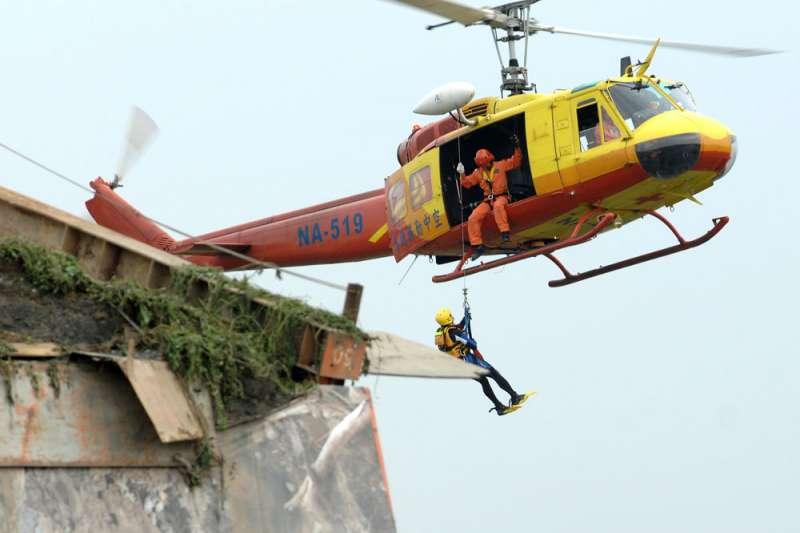 齊柏林空難Bell-206B型直升機油門和圖中UH-1H油門一樣在集體桿上。(林瑞慶攝)