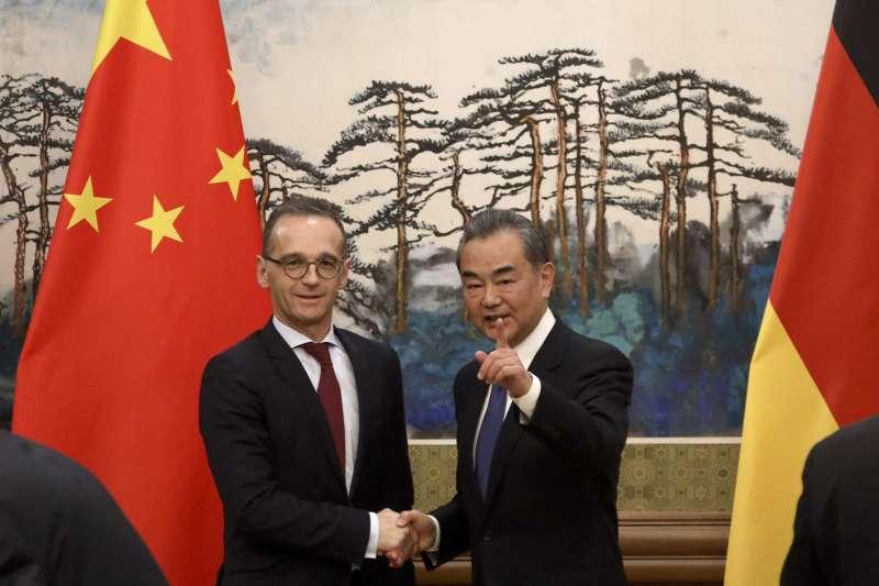 德國外長馬斯與中國外長王毅(AP)