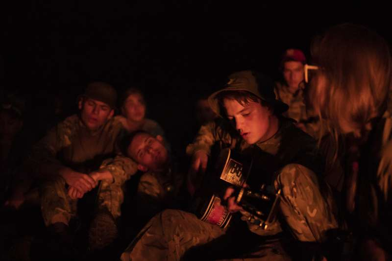 烏克蘭極右派團體舉辦青少年戰鬥營,學員年齡從8歲到18歲不等。(美聯社)
