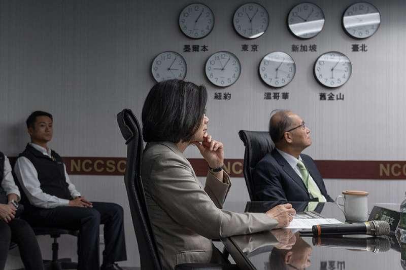 20181115-「國家通訊暨網際安全中心」(NCCSC)15日舉行揭牌儀式,總統蔡英文表示盼能建構才能夠建構台灣資安最堅實的防線。(總統府提供)