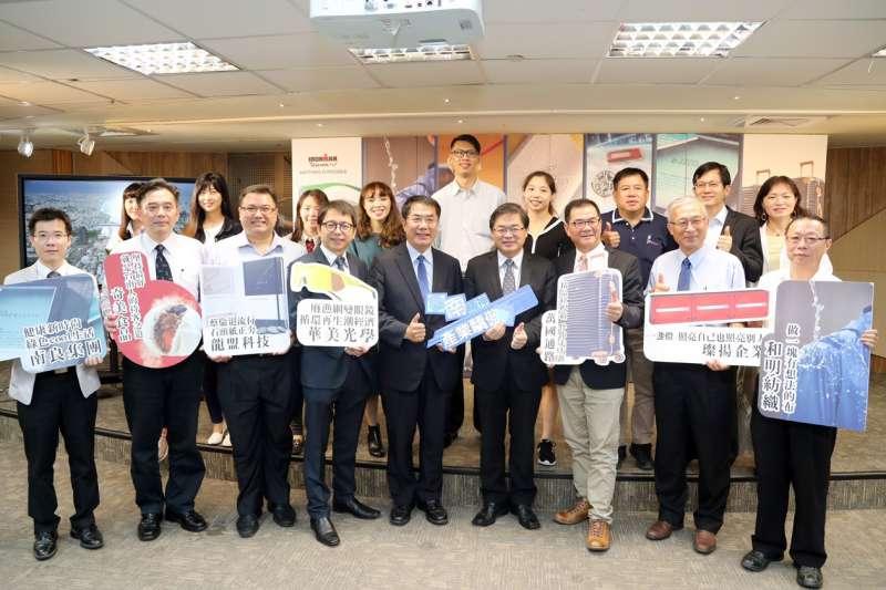 台南市政府15日召開「台南精神,產業驕傲」影片發表會,表揚在地企業的優秀成績。(台南市政府提供)