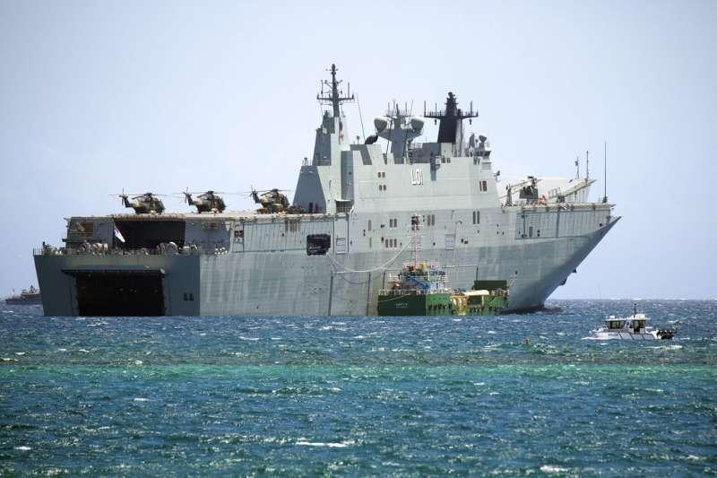 2018年亞太經濟合作會議(APEC)在巴布亞紐幾內亞登場,澳洲派遣阿德萊德號兩棲攻擊艦(HMAS Adelaide)維護巴紐安全。(AP)