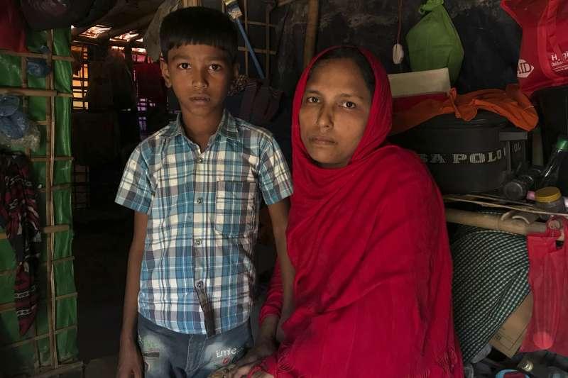 羅興亞難民希妲拉.貝根(Sitara Begum)與兒子住在孟加拉的加姆托利難民營,這對母子也被列在第一批遣返名單上(美聯社)