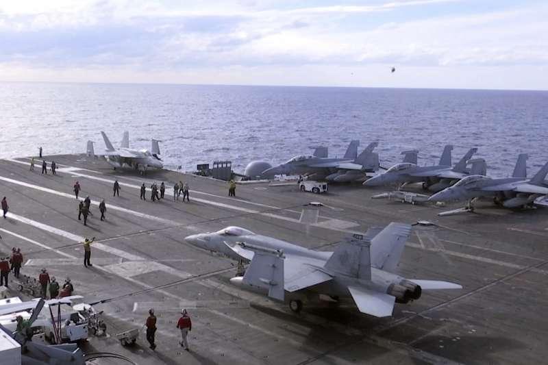 2018年11月,美國海軍「雷根號」航空母艦巡行西太平洋,圖為艦載F/A-18大黃蜂式戰機(AP)