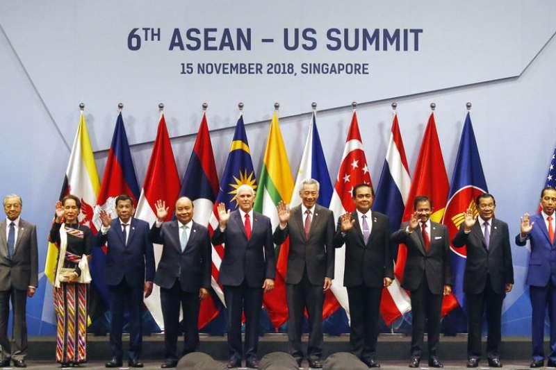 2018年11月15日,第6屆東協美國峰會(Asean-US Summit)大合照。(AP)