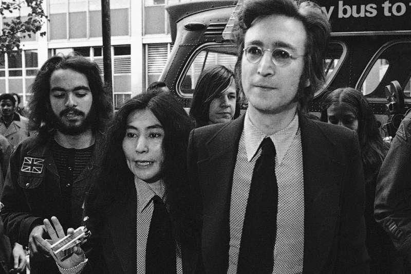 1972年,「披頭四」搖滾巨星約翰藍儂(John Lennon)與妻子小野洋子。(AP)