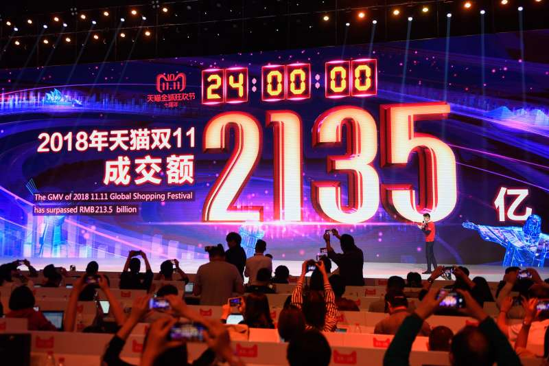 天貓「雙11」活動迎來十一周年,開跑16小時已經超越去年全天成交總額2135億元人民幣。(資料照,新華社)